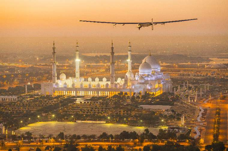 2015_02_26_Solar_Impulse_2_RTW_First_Test_Flight_AbuDhabi_Revillard__09_thumb