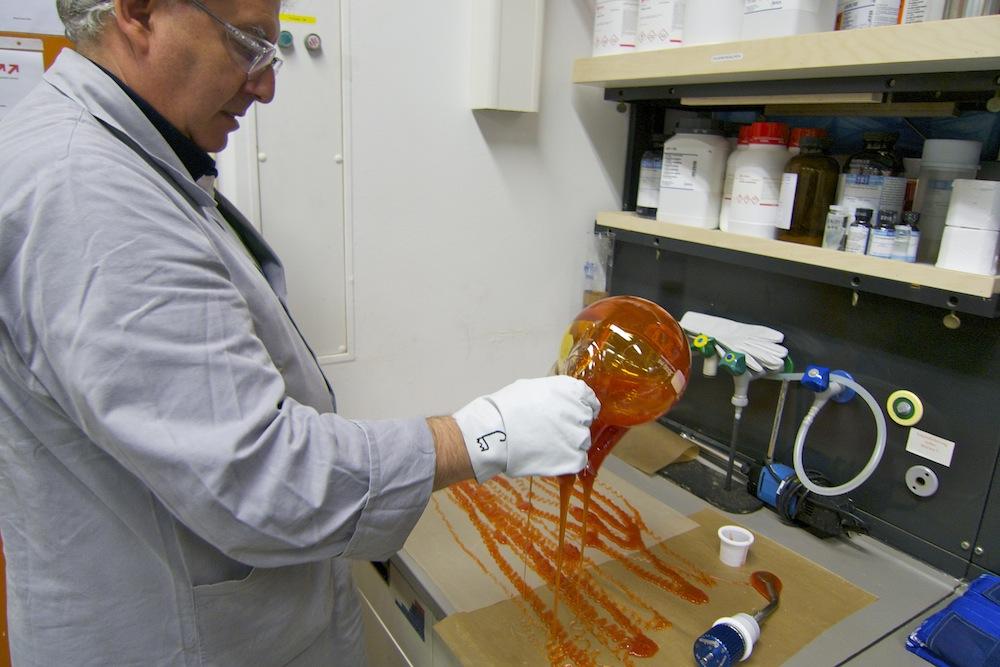 Bioplastik-Forschung im Labor der BASF in Ludwigshafen. Foto: Anja Krieger. Keine freie Lizenz.