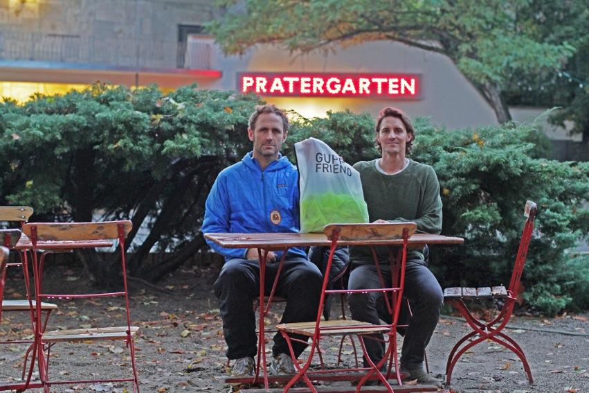 """In einem Berliner Biergarten kamen Oliver Spies und Alexander Nolte auf die Idee für den """"Guppy Friend"""""""