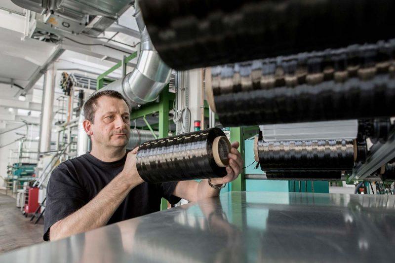 Carbonfasern. Foto: Jörg Singer Ein Garn besteht aus bis zu 50.000 einzelnen Fasern. Foto: Jörg Singer
